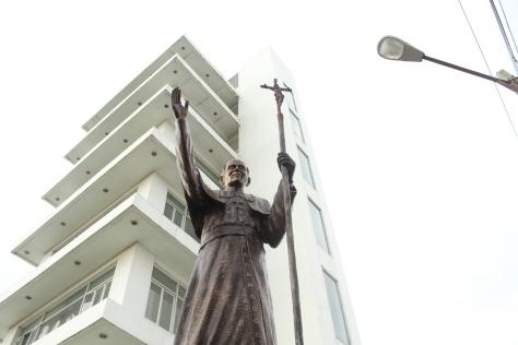 The photobombing streetlamp