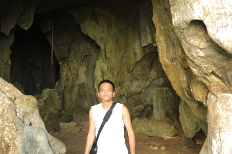 Look at all those vandalism behind me! This was also before I got so messed up inside the cave.